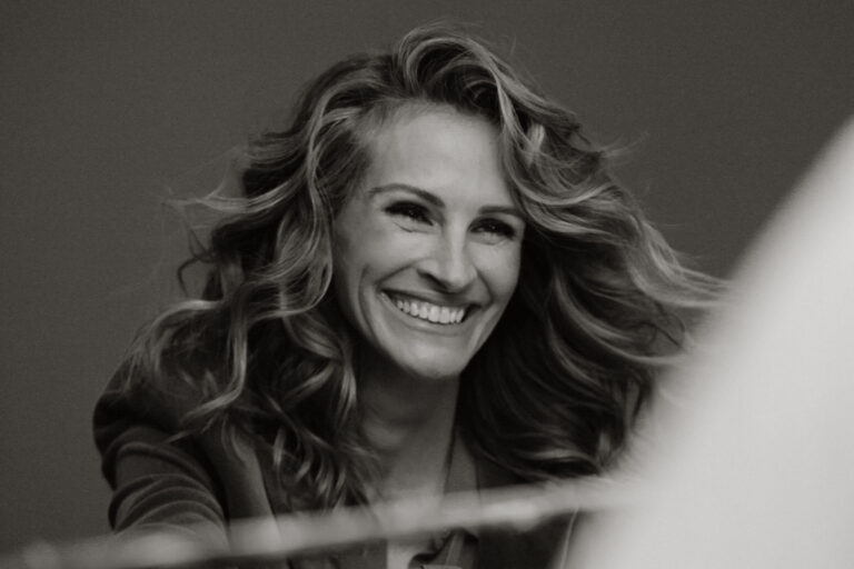 julia-roberts-stars-in-a-chopard-campaign-directed-by-canadian-xavier-dolan